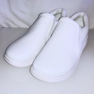 Sz 10 Leather Nursemates Dove White Slip Resistant